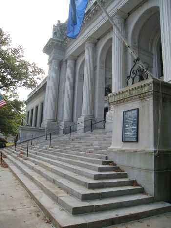 The Connecticut State Library front entrance